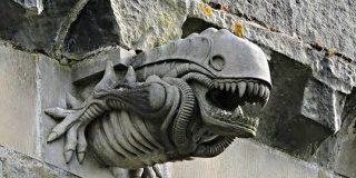 ペイズリー修道院のガーゴイルのこの姿、どっかで見たことある「昔からあったの?」他にもキモ可愛いのいろいろ - Togetter