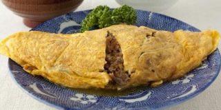 昭和生まれのみんなたちー!ひき肉と玉ねぎをウスターソースで炒めて薄焼き卵で包んだ「オムレツ」覚えてる?懐かしの味、今でも作る味 - Togetter
