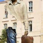 体のパーツが欠落した状態の彫刻がなんか不思議で面白い「バグったような転送途中のような」 – Togetter