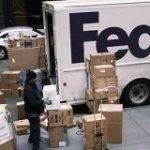 アマゾン、プライム対象品のフェデックス陸送利用を禁止 – WSJ