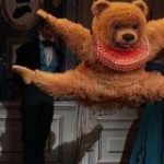 ロシアバレエ『くるみ割り人形』からクマの迫真の演技の様子をご覧ください「今年もこの季節がやってきた!」「この出で立ちでこれだけ踊れるって…」 – Togetter