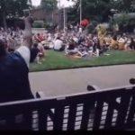 ボン・ジョヴィを公園で大声で歌う男性 曲が進むにつれ一緒に歌う人が増え、サビでは大合唱が起きる – amass