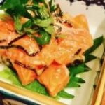 【レシピ】さっぱり梅味で箸が止まらない!「サーモンの梅ユッケ」 | nomooo