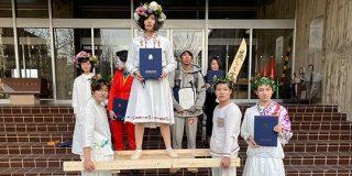 『ミッドサマー』に「死者蘇生」…金沢美術工芸大学の卒業式で披露されたコスプレの数々 - Togetter