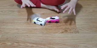 「おもちゃの可能性って無限だな」2台の車が衝突して合体変形するギミックが語彙力崩壊するレベルでしゅごい - Togetter