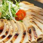鶏むね肉を「タバスコとぽん酢しょうゆ」に漬けたら辛い!ウマい!ビールに手がのびる【筋肉料理人】 – メシ通