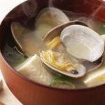 【裏ワザ】アレを振りかけると「あさりの味噌汁」が数倍おいしくなる! | クックパッドニュース