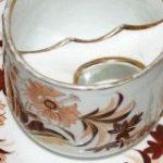 18年代後半のヴィクトリア時代に流行した、紅茶をすする紳士の口ひげが濡れないための「口ひげカップ」がチャーミング! – Togetter