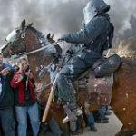 先進国でも騎馬警官がいる国は少なくはなく、「高い視点からよく観察できる上、暴動鎮圧には強力だ。」と言われて、納得した – Togetter
