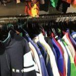 アムステルダムの古着屋で見つけた「日本の中学ジャージコーナー」→他の国でも日本の名前入りジャージは一定の謎需要があるらしい – Togetter
