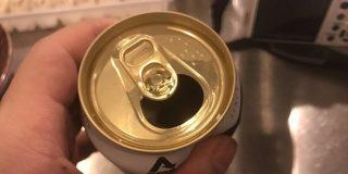 「騙されたと思って試して欲しい」缶ビールは飲み口の下回りを凹ませると旨くなる?→原理はコーンスープ缶と同じだった! - Togetter