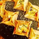 【軽食にもOK】子どもが喜ぶ!フライパンで作れる「餃子の皮ピザ」 | クックパッドニュース