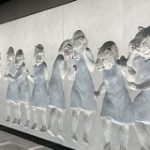 脳がバグる…どこから見ても目が合う… 銀座線の虎ノ門駅ホームに設置されたパブリックアートが何度も見たくなる不思議さ – Togetter