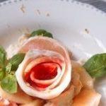 アレンジレシピも豊富!大流行した「桃モッツァレラ」で夏の食卓を気分転換 | クックパッドニュース