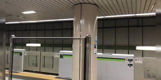 ある地下鉄駅にあるこの鏡、配置が完璧すぎて手品みたいなことになってる件「よく気づいたな」「トリック映像撮れそう」 - Togetter