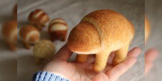 『野生のパン、品種改良で大きくなった食用パン』手作り作家さんの作品と世界観が凝っててかわいい「葛藤がすごい」 - Togetter