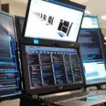 スタバでドヤれる7画面ノートPC「Aurora 7」が発表 : IT速報