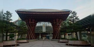 「こんなのは金沢に似つかわしくない」と大反対に…金沢駅はどうしてあの特徴的な形の駅舎になったのか?当時の市長の発想が先見の明に溢れていた - Togetter