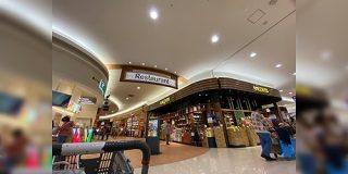 通路が狭すぎる?ショッピングモールなどにある「カルディ」の店内が窮屈で入りづらいと感じている人たち - Togetter