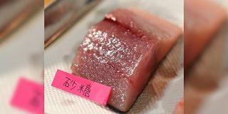 「砂糖は分子量が大きいのでたっぷり振れて水分を強力に抜ける」という理屈のもと魚の塩焼きを砂糖で作るとこうなる - Togetter