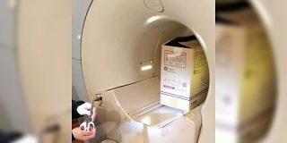 MRIに入る時に金属を持ち込んではいけない理由が一目でわかる動画がこちらです「持ち込みダメぜったい」「すごい磁力…」 - Togetter