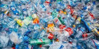 廃ペットボトルをバクテリアでバニラ香料に変換する実証実験が成功。循環型経済を後押しする技術 - Engadget