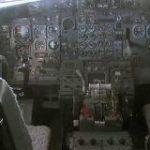 【画像あり】昔の飛行機とか潜水艦の操縦席複雑すぎるだろ… 暇人速報